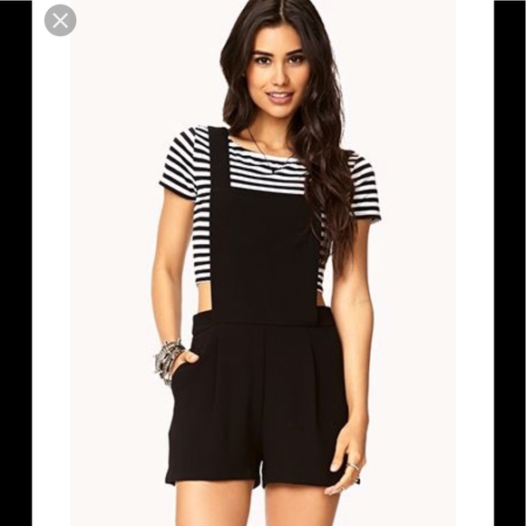 ad83afeeffd 🖤Forever21 Black overalls (Shorts)🖤